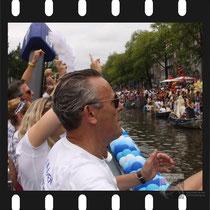 241 Amsterdam Canal Pride 2019 v.a de NH Radio Pride boot 26