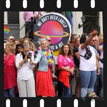 211 Amsterdam Canal Pride 2019 v.a de NH Radio Pride boot 26