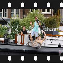 040 Amsterdam Canal Pride 2019 v.a de NH Radio Pride boot 26