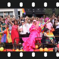 266 Amsterdam Canal Pride 2019 v.a de NH Radio Pride boot 26