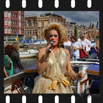016 Amsterdam Canal Pride 2019 v.a de NH Radio Pride boot 26