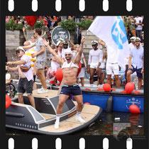 177 Amsterdam Canal Pride 2019 v.a de NH Radio Pride boot 26
