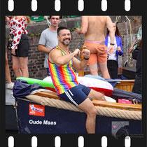103 Amsterdam Canal Pride 2019 v.a de NH Radio Pride boot 26
