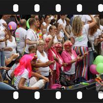 225 Amsterdam Canal Pride 2019 v.a de NH Radio Pride boot 26