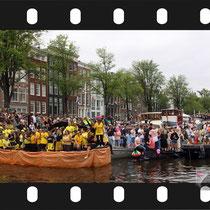 137 Amsterdam Canal Pride 2019 v.a de NH Radio Pride boot 26