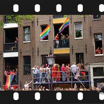 304 Amsterdam Canal Pride 2019 v.a de NH Radio Pride boot 26