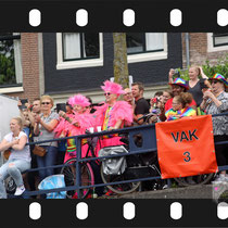 102 Amsterdam Canal Pride 2019 v.a de NH Radio Pride boot 26