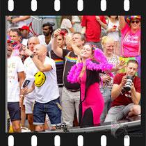 099 Amsterdam Canal Pride 2019 v.a de NH Radio Pride boot 26