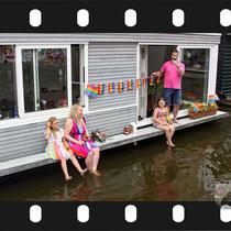 143 Amsterdam Canal Pride 2019 v.a de NH Radio Pride boot 26