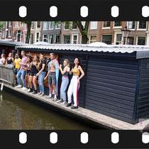 144 Amsterdam Canal Pride 2019 v.a de NH Radio Pride boot 26