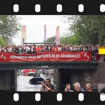 153 Amsterdam Canal Pride 2019 v.a de NH Radio Pride boot 26
