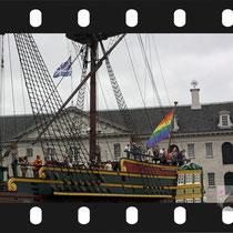 071 Amsterdam Canal Pride 2019 v.a de NH Radio Pride boot 26