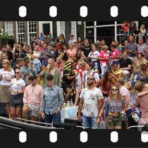 190 Amsterdam Canal Pride 2019 v.a de NH Radio Pride boot 26