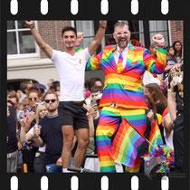 270 Amsterdam Canal Pride 2019 v.a de NH Radio Pride boot 26