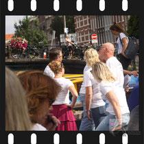 004 Amsterdam Canal Pride 2019 v.a de NH Radio Pride boot 26