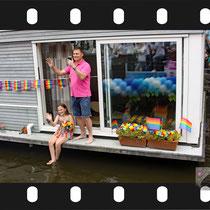 142 Amsterdam Canal Pride 2019 v.a de NH Radio Pride boot 26