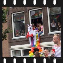 253 Amsterdam Canal Pride 2019 v.a de NH Radio Pride boot 26