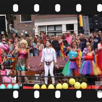 267 Amsterdam Canal Pride 2019 v.a de NH Radio Pride boot 26