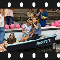 098 Amsterdam Canal Pride 2019 v.a de NH Radio Pride boot 26