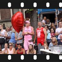 176 Amsterdam Canal Pride 2019 v.a de NH Radio Pride boot 26