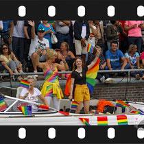 116 Amsterdam Canal Pride 2019 v.a de NH Radio Pride boot 26