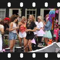 172 Amsterdam Canal Pride 2019 v.a de NH Radio Pride boot 26