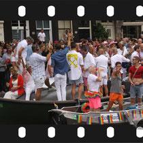 247 Amsterdam Canal Pride 2019 v.a de NH Radio Pride boot 26