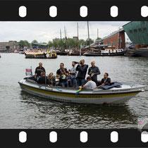 057 Amsterdam Canal Pride 2019 v.a de NH Radio Pride boot 26