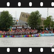 067 Amsterdam Canal Pride 2019 v.a de NH Radio Pride boot 26