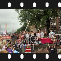 330 Amsterdam Canal Pride 2019 v.a de NH Radio Pride boot 26