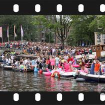132 Amsterdam Canal Pride 2019 v.a de NH Radio Pride boot 26
