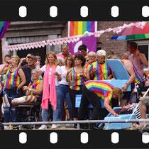 111 Amsterdam Canal Pride 2019 v.a de NH Radio Pride boot 26