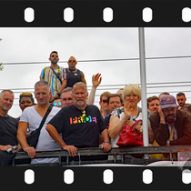 218 Amsterdam Canal Pride 2019 v.a de NH Radio Pride boot 26