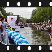 090 Amsterdam Canal Pride 2019 v.a de NH Radio Pride boot 26