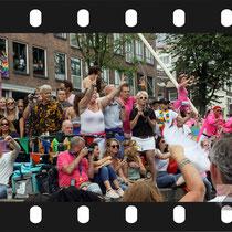 331 Amsterdam Canal Pride 2019 v.a de NH Radio Pride boot 26