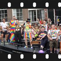 269 Amsterdam Canal Pride 2019 v.a de NH Radio Pride boot 26