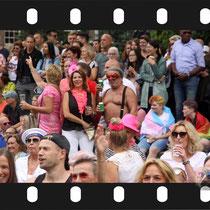 228 Amsterdam Canal Pride 2019 v.a de NH Radio Pride boot 26
