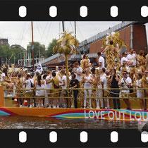 050 Amsterdam Canal Pride 2019 v.a de NH Radio Pride boot 26