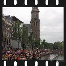 284 Amsterdam Canal Pride 2019 v.a de NH Radio Pride boot 26