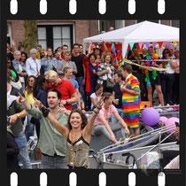 213 Amsterdam Canal Pride 2019 v.a de NH Radio Pride boot 26