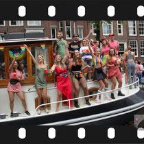 175 Amsterdam Canal Pride 2019 v.a de NH Radio Pride boot 26