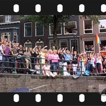 148 Amsterdam Canal Pride 2019 v.a de NH Radio Pride boot 26