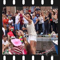 197 Amsterdam Canal Pride 2019 v.a de NH Radio Pride boot 26