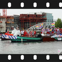 059 Amsterdam Canal Pride 2019 v.a de NH Radio Pride boot 26