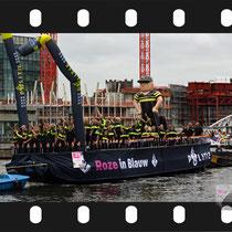 056 Amsterdam Canal Pride 2019 v.a de NH Radio Pride boot 26