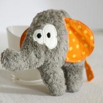 Ruth Rüsseltier Rassel-Elefant aus grauem Plüsch und orangem Stoff Vorderansicht
