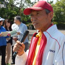 実行委員会を代表して挨拶するラジオ体操の会代表の佐藤さん