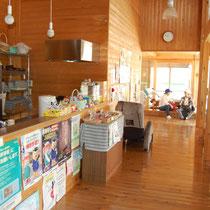 陽だまりハウス内部。心身の健康と世代のコミュニケーションを図る交流の場