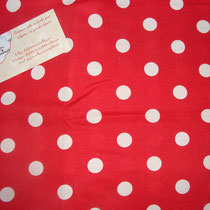 Pois blancs fond rouge