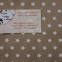 Petites étoiles 1cm fond caramel (plus clair que la photo)